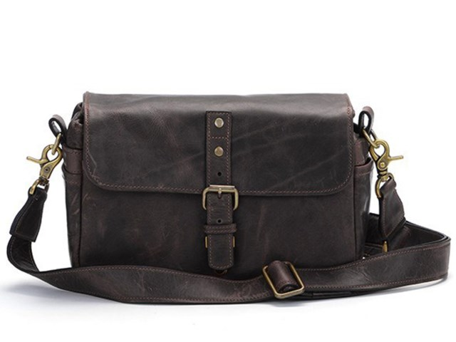 ONA Kamerataske Bowery Dark Truffle Leather