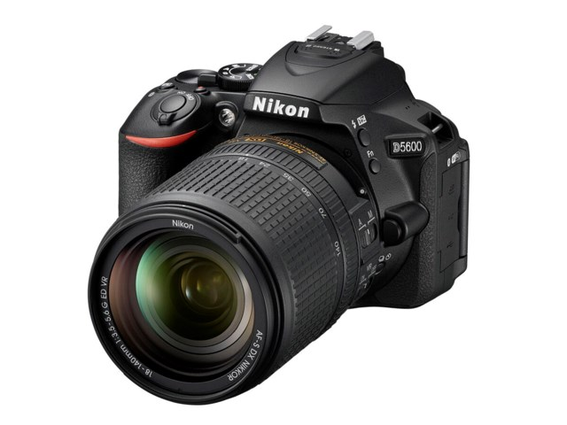 Nikon D5600 sort + AF-S DX Nikkor 18-140mm f/3,5-5,6G