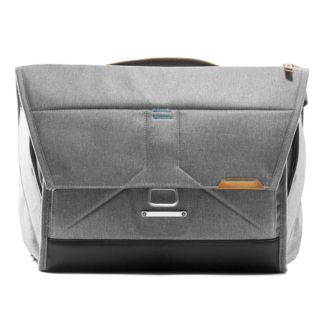 "Peak Design Skuldertaske Everyday Messenger 15"" Ash"